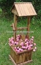 legno articoli da giardino con vaso di fiori