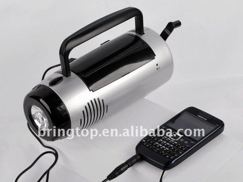 Rádio solar com carregador de celular e luz de emergência