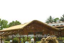la construcción de granja con techo de paja en casa de navi mumbai