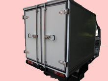Enclosed cargo three wheel motorcycle cooling box