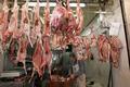 Frais chèvre viande plein et coupes et viande de boeuf coupes