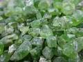 minas directa de peridoto y venta al por mayor de material en bruto de proceso de piedra verde peridoto en bruto para la joyería de fábrica