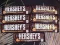 Hershey barra de chocolate con almendras- 1.45 oz