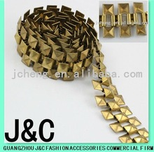 2012 new fashioned square raw brass shoe chains