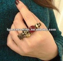 Skull Ring Retro Two-finger Skull Ring with Large Faceted Stone Two Skulls Ring