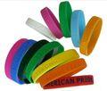 Brilham no escuro de tinta, gravada a laser de metal& borracha de silicone pulseiras, personalizado moda baratos pulseiras de silicone