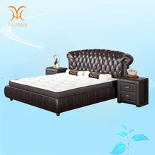 Post-Modern fashionable italian leather bed