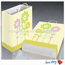 Fashionable Garment fashion design beautiful kraft paper handbag, recycled paper gift handbags