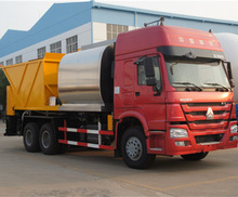 good quality SINOTRUK 300HP 6m3 asphalt with 10m3 chip spray truck