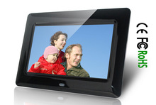 small LCD 7 Inch digital video player in retail store for POP AD display
