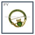 ronde claddagh irlandais celtic broche cristal vert