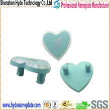 cheap custom nameplate heart-shaped metal craft for garment