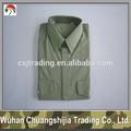 de color verde oliva de manga corta camisa de militares