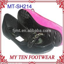 古い女性のノン- スリップ靴の女性の冬