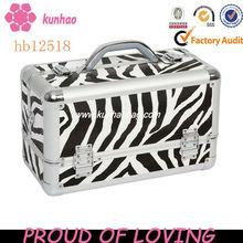 aluminium lighted makeup train case
