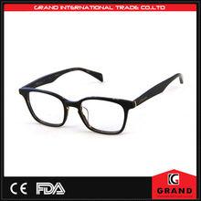 nero occhiali di plastica con clip sul