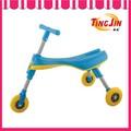 Três rodas bebê mexer carro atacado