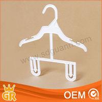 Foshan Guanri plastic children hanger with bottom clips baby clothes hanger