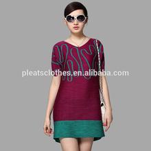 جديد تصميم الأزياء مطوية مطبوعة ملابس المرأة قصيرة الأكمام اللباس التحول للنساء قطيفة مورد oem الصين