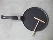 Non stick coating 12 / 9.5inch electric crepe pan with wood tools