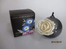 Essential oil fragrance diffuser with varied flower design