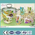 Porcelana colorido decalque caneca / xícara de cerâmica e pires em caixa de presente e suporte de aço