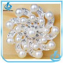 Wholesale cute pearl buckle for wedding invitation brooch