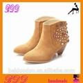 chaussures à talons de couleur camel