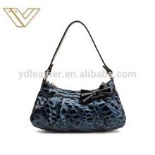 The new Korean version women handbag crocodile pattern handbags leather material bag