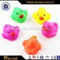 Eco- ambiente personalizado 3d personalizado de plástico de juguete de vinilo de color fabricante de patos