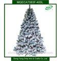 Neue künstliche weihnachtsbaum mit led-leuchten und Schnee
