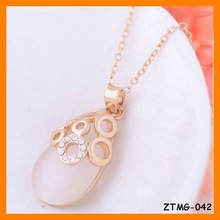 Fashion Hollow Round Shape Opal Pendant Necklace