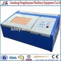40w superior mesa de protector de pantalla de corte por láser de la máquina/de cáscara de coco/de goma sello grabador láser
