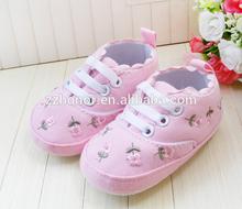 Precioso zapato de niño, baby cubierta del pie, bebé zapatos