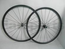 Dt swiss moyeu. 24mm tubulaires en carbone roues avec frein basalte. surface