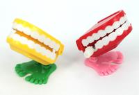 Plastic wind-up kids toys jump jump teeth