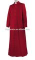 Adultos sobrepelliz/católica en vestimentas de color correcto
