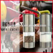 Compact salt & pepper set for milling pepper or salt