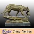bronze wolf statu
