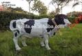holstein blanco como la leche de vaca de resina estatuilla con sensor de movimiento