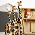 Talla de madera jirafa una felicidad para el hogar oficina de tres tres- precio de la pieza de decoración de regalo