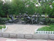 Children playing sculpture CLBS-L093R