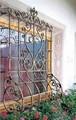 elegante de hierro forjado ventana de barandillas de los balcones