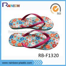 Latest pretty flower design rubber wholesale flip-flops for ladies