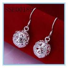 2014 hot selling popular fashion silver earrings balls