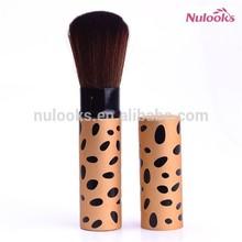 retractable makeup brush 049