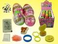 الأطفال المفضلة لعبة حلوى مفاجأة البيض/ الحلوى مزيج مختلف الألعاب الصغيرة في البيض