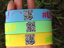 customized qr code bracelet Cheap wholesale unique qr code hand bands,economical Gift Idea Colorful silicone hand bands