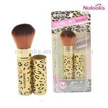 retractable makeup brush 047