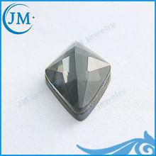 blanco y mineral de hierro mezclado cometa en forma de piedras preciosas naturales